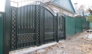 Фото процесса производства распашных ворот в Перми