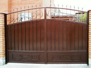 Металлические распашные ворота в Перми