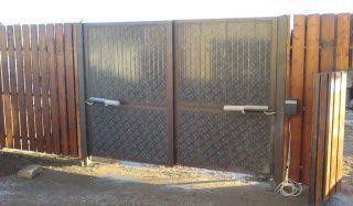 Распашные ворота с электроприводом в Перми