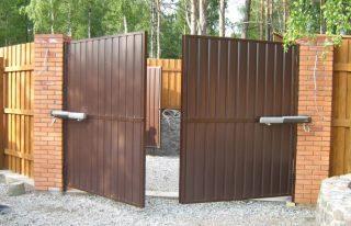 Фото процесса производства Распашные ворота с электроприводом в Перми