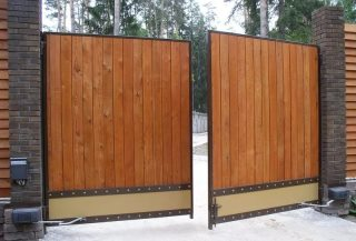 Фото процесса производства Деревянные распашные ворота в Перми
