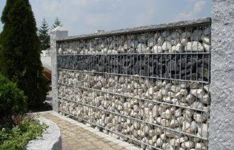 Забор из булыжников в Перми